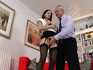 Lustful floosy Valentina Cruz enjoys a hard prick