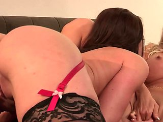 Sweet kissing turns into amazing cunnilingus and fingering