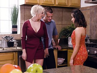 Busty blonde housewife Dee Williams loves having crazy steamy MFF threesome