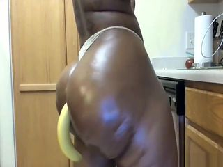 Huge ass and breasts of a black booty soloing