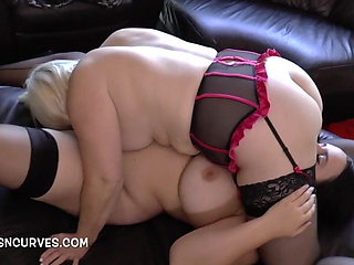 Big boobs and butt Sarah Jane's first older woman experience