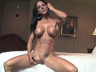 Sexy Tattooed Fitness Babe Masturbating
