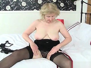 British grannies Amanda Degas and Pearl work their pussy