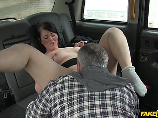 Brunette model Alexa Shore gives a blowjob and gets fucked in the taxi