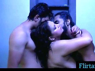 Raseeli Bhabhi saniya ne boss ke sath sex karra