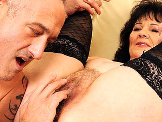 Seasoned GILF offers her ass for our pleasure