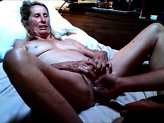 Kinky granny spreads her legs and takes a fist in her pussy