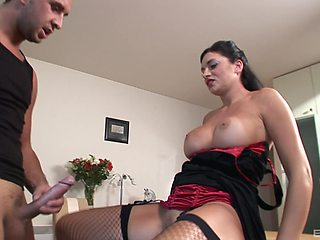 Hardcore pussy drilling with a large dick makes a mature cum