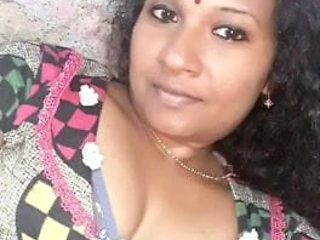 Trichy cheating housewife showing nude body to her friend