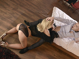 Slutty girlfriend Jessi give a special strip show to boyfriend at the house