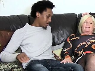 Chubby granny gets oral