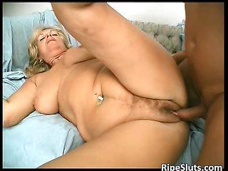 Overrupe mature blond slut gets her old
