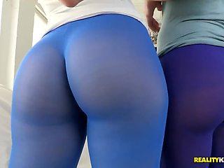 Hot lesbians Alyssa and Elisa fuck eachother
