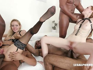 Linda Sweet and Florane Russell decided to make love with each other, just for fun
