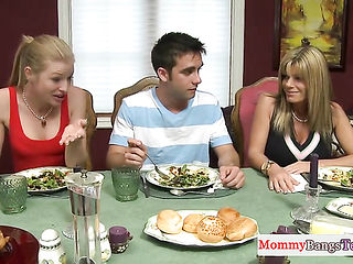 Dick riding beauty drilled in the kitchen