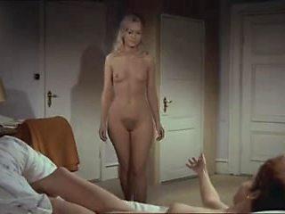 Uden en traevl - (Out Of a stitch) - 1968