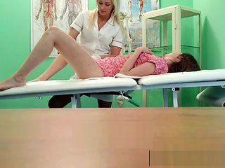 Les nurse fingering real patient before oral