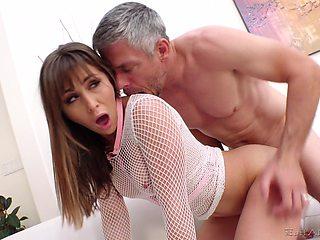 Big dick guy rewards the horny slut with a creamy cum facial