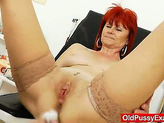 Stirring mama pussy exploration in addition to medical
