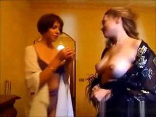 un voyeur italiano spia coppi e cameriera scopare