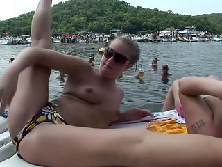 Real Coeds Flashing At Boat Party - DreamGirls