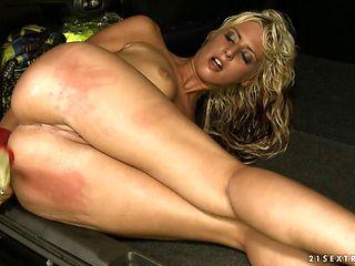 Blonde having oral fun with hot bang buddy