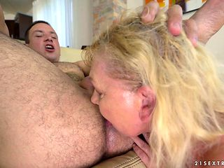Mature babe with juicy bottom shows hardcore tricks with passion and desire