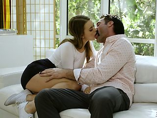 After kissing stud slutty Jill Kassidy spreads legs wishing to enjoy cuni
