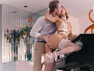Pianist babe Emma Hix gets her pussy licked and fucked by new admirer