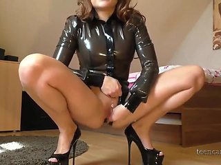 Milf in latex mastubates