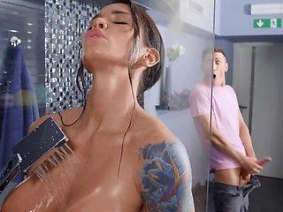Guy bangs curvy roommate who looks like his bitchy girlfriend