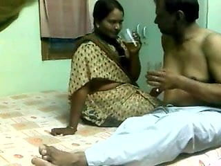 INDIAN MATURE ENJOYS SEX WITH CLIENT