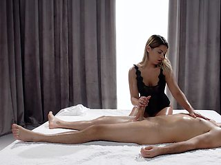 Erotic massage and handjob grant the babe the perfect inches
