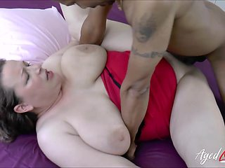 Rather too fat old whore Eve spreads legs as wide as she can for BBC