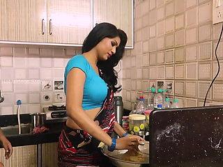 Bhabhi ke sath kitchen me Maza luta