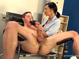 Doktora Bolestiapoteseni wants to please her horny patient with a dildo