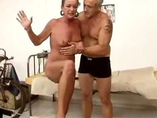 Granny inserts dildos, moans, orgasms and squirts