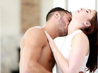 Beautiful Jodi Taylor gets fucked sweetly and receives cumshot