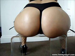 Big Ass Girl Big Booty Oiled Candid Tease