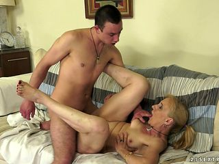Mature tart feels the best feeling ever with guys sticky cum all over her face