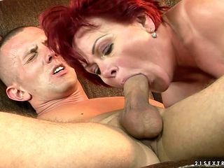 Mature enjoys guys meat pole in her mouth in insane oral action