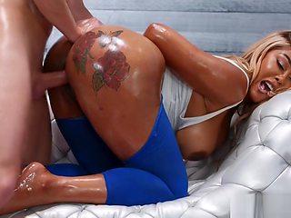 Sexy ebony in gym