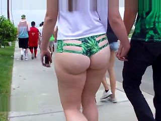 Teen with big juicy bubble butt walking showing her ass!
