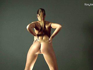 Super flexible Russian babe Zina Nehuschova loves doing nude sport stuff