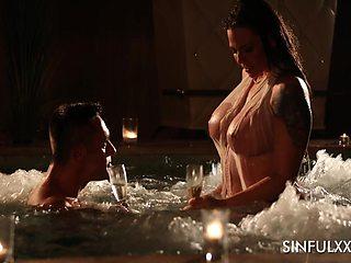 Sexy babe named Simony Diamond enjoys oral petting in the pool