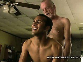 White Daddy Fucks His Black Boys Ass
