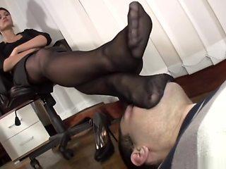 At Goddess Amanda's nylon feet