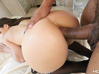 Bootylicious babe Abella Danger gets facial after hardcore interracial anal sex