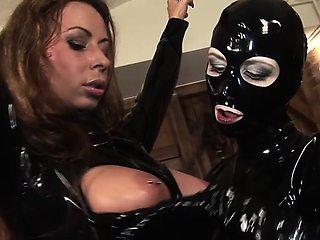 Kinky lesbian Maximae De Sade loves strapon action