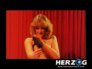 Blonde hotie makes a retro peep show for old dudes